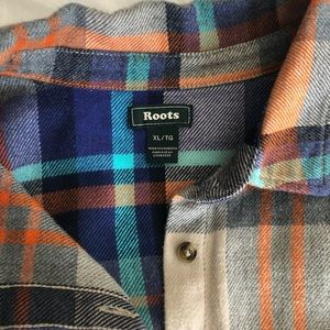 Roots Tops - Roots Women's plaid flannel